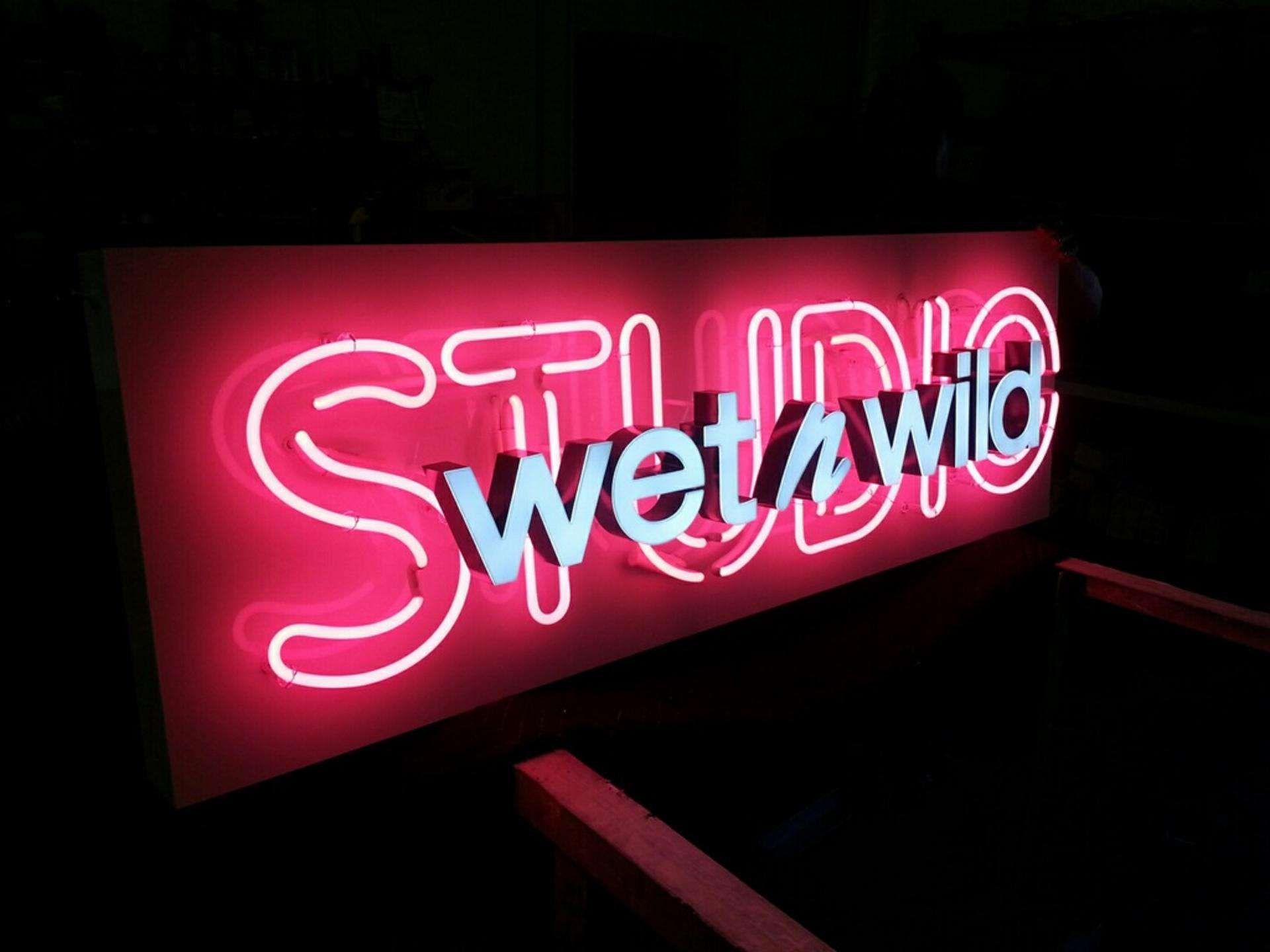 Illuminated Signs Electric Signs Custom Lighting Effects